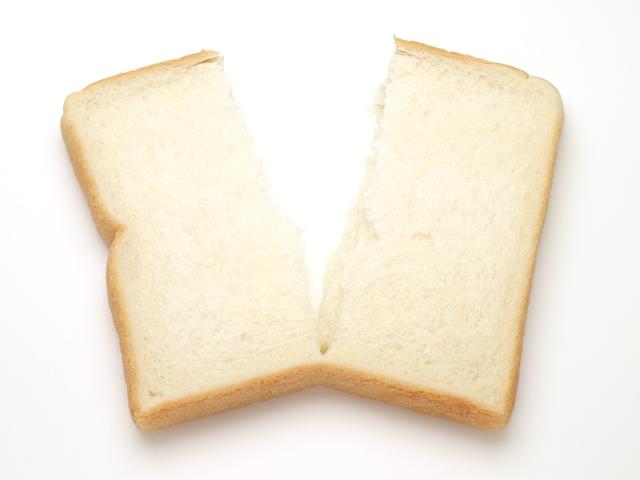 働く女性の恋愛と幸せな人生のガイド拡大画像: 半分に切られた食パン
