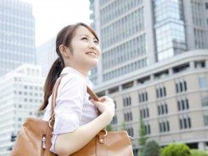 働く女性の恋愛と幸せな人生のガイド 会社の出勤時間には余裕を持って出社する? 37.9%は「ギリギリ出社」と回答!