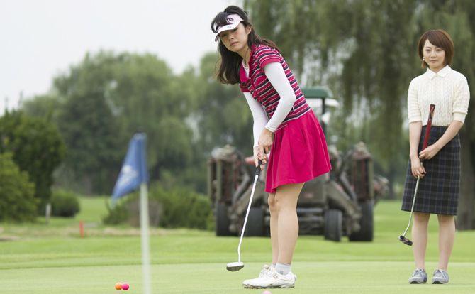 キティちゃんと一緒にアコーディア・ゴルフでゴルフをはじ…
