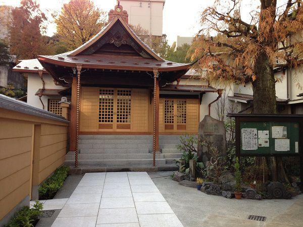 忠綱寺 境内と本堂