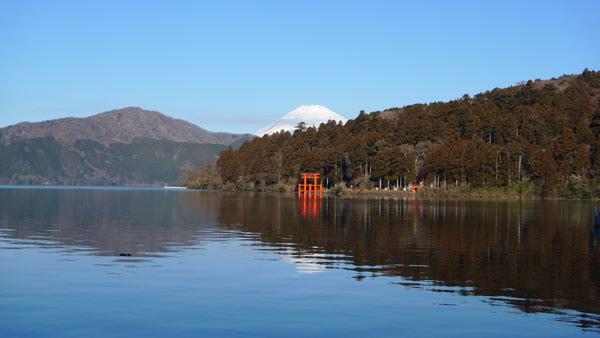 平和の鳥居と富士山