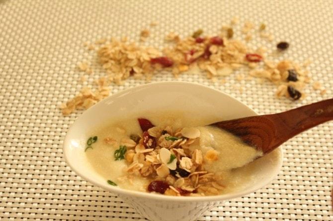 女性におすすめの「カリフラワーを使った豆乳と白みそのスープ」