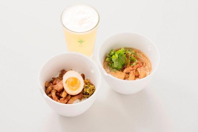 豚肉の甘辛煮込みをご飯にのせた「魯肉飯(ルーローハン)」と、細めの麺にとろみスープが絡んだ「麺線(メンセン)」は、台湾夜市の人気メニュー。日本人向けにアレンジされた味つけを見逃せません! 「ハーフセット 魯肉飯(小)&麺線(小) 850円」