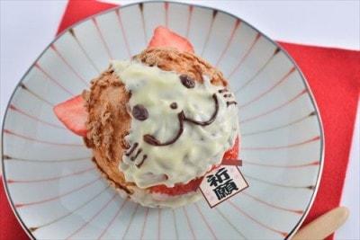 耳と首輪をイチゴで作った「福にゃらんシュー(税込350円)」。にゃらんの表情をデザインした3種類にて展開。/FUJIYA Sweetoven/販売期間:1月4日~2月29日