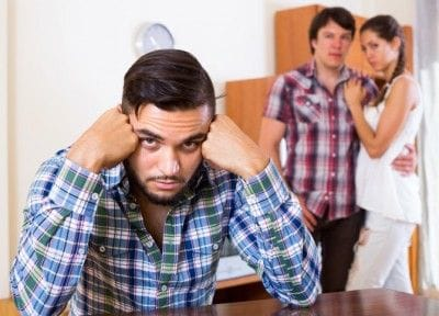 恋人と浮気相手、男性はどっちを責める?