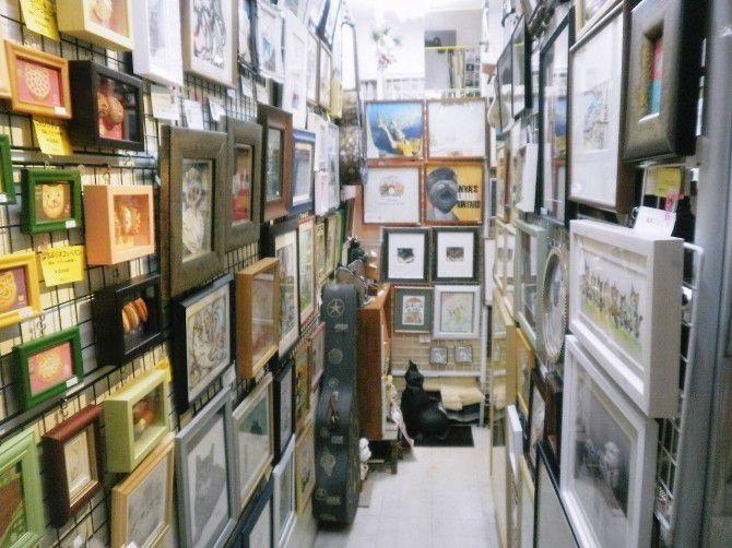 雑貨だけでなく、ここでしか出会えないアートな作品たちもお出迎えしてくれます。