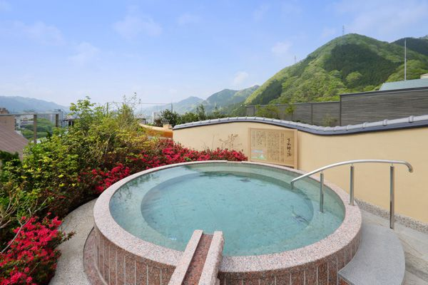 朝の空中庭園露天風呂