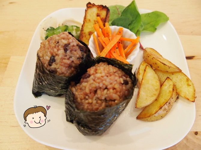 キッズメニューの酵素玄米おむすびランチプレート