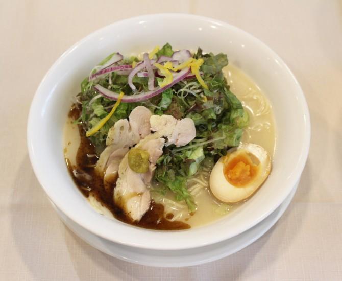 野菜たっぷり水炊き鶏白湯ラーメン799円