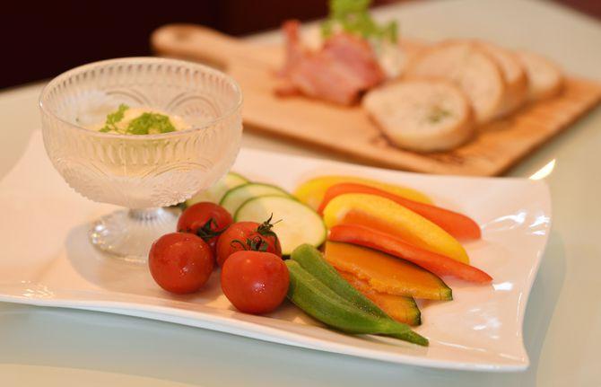 朝採れ野菜の冷製バーニャカウダ 980円(税込み)