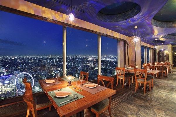 2人だけの思い出をつくるなら。夜景を眺めながら最高の食事を♡