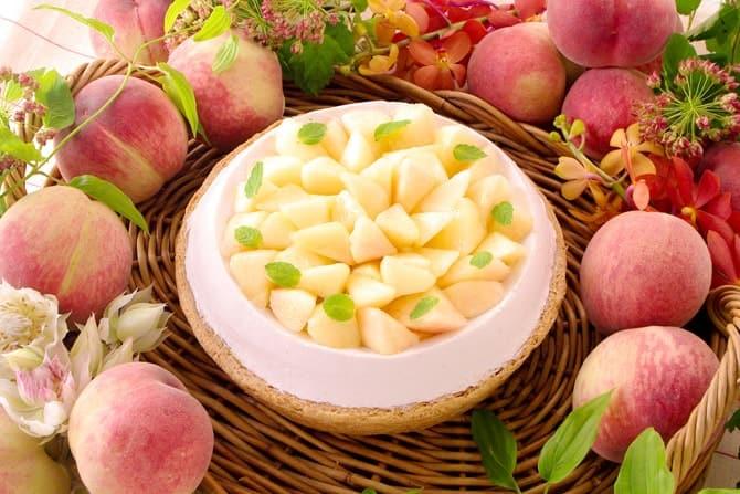 「桃とチーズのタルト」(piece 785円/whole(21cm)7,452円)