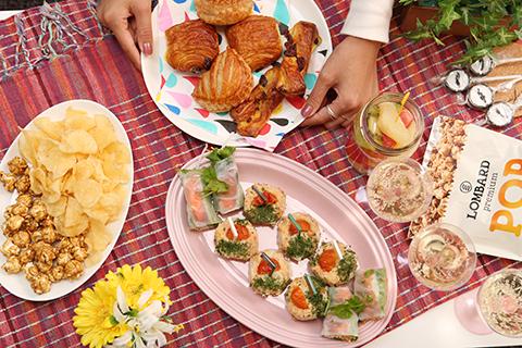 料理は簡単につまめるものがGOOD! ■見た目もかわいい♪ お菓子もポップなものを選ぶとセンスよく見える