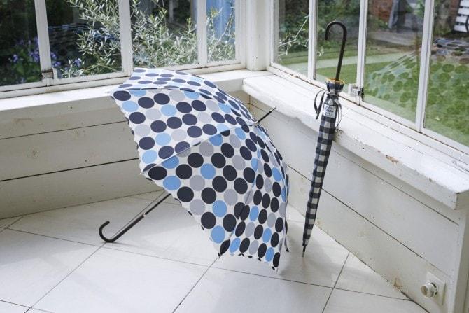 大きいドットがかわいい「長傘」3,132円