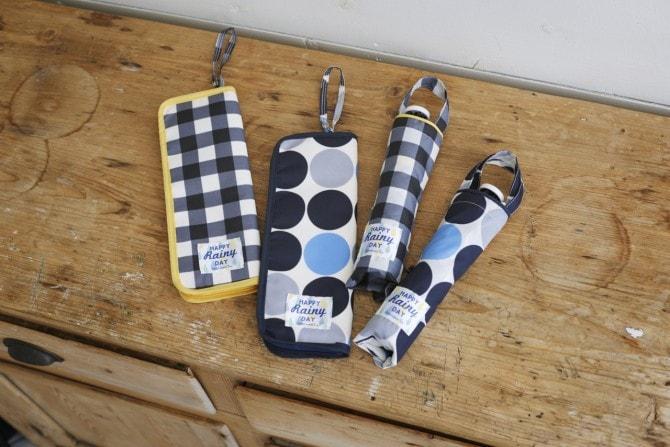 軽くて持ち運びに便利な折り畳み傘。(左から)「傘ポーチ」各1,620円、「折り畳み傘」各3,564円